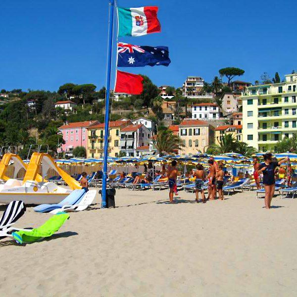 spiaggia_bandiere